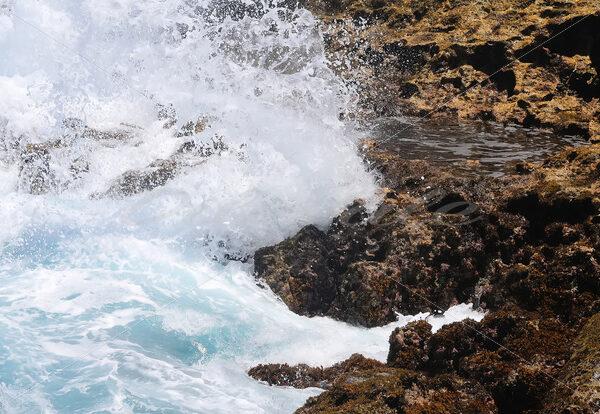 Water and Rocks – Aruba - DileVale